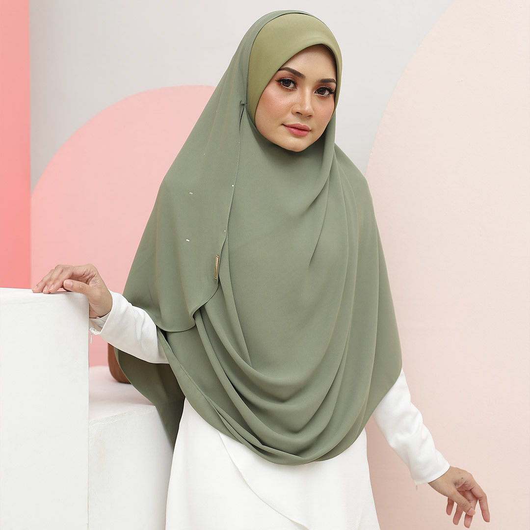 Be muslimah with Big Swarovski Awning <br> Now RM 45.70 | <s>Normal Price RM 85</s>