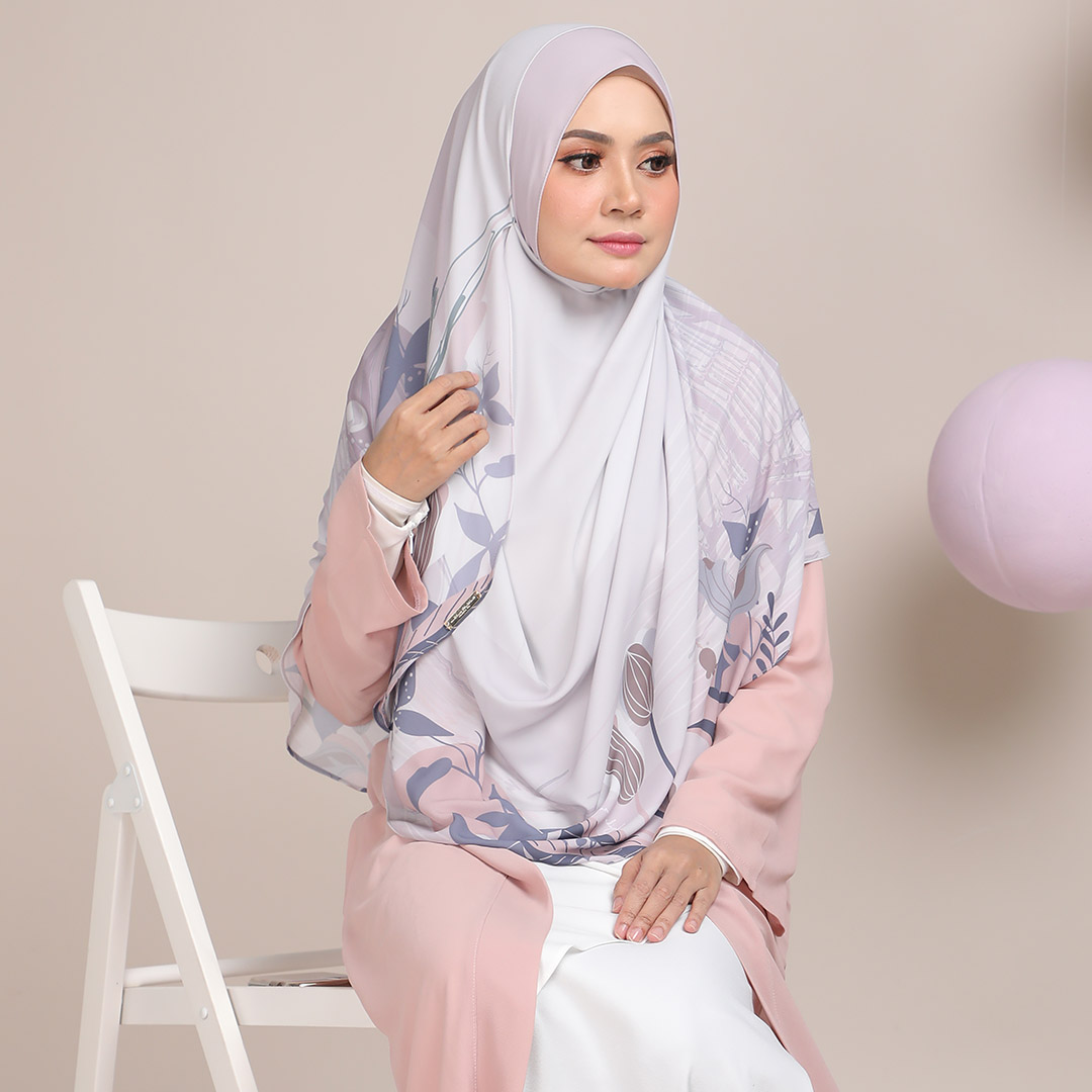 Look stylish with Long Shawl Sunbridge <br> Now RM 69.00   <s>Normal Price RM 89</s>